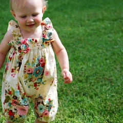 Poppet Romper Sunsuit Playsuit w Brooch Creme Bouquet size 0000 - 2