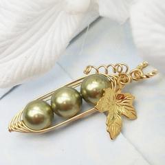 Three Peas In A Pod Gold Pendant Necklace Swarovski Pearls