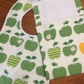 ORGANIC BAMBOO AND COTTON BURP CLOTH AND BIB SET IN APPLES
