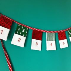 Christmas advent bunting 24 pockets to add trinkets and treats.