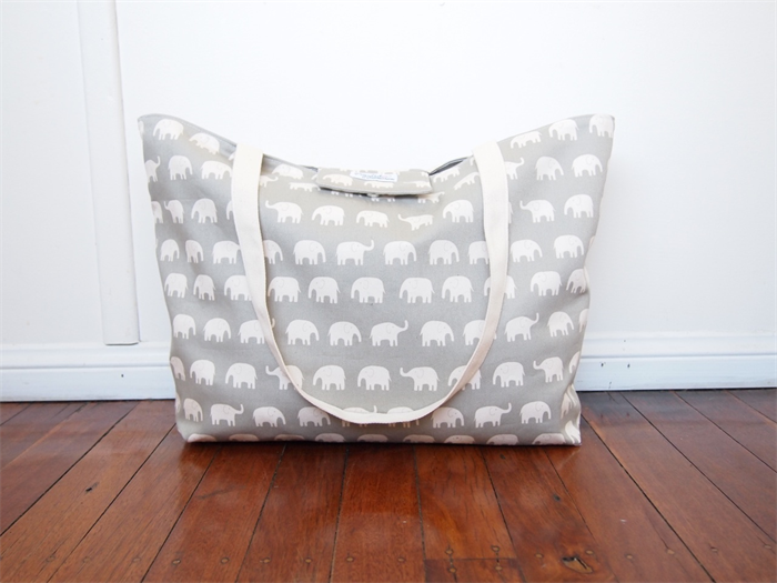 Zipper-Top Beach Tote Bag Nappy Bag with a Wet Bag Pocket - Grey ...