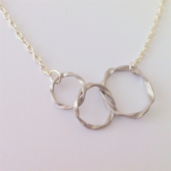 Three textured circles infinity necklace - Silver