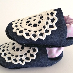 """Baby shoes (Vintage little soles range) """"White DOILEY"""" stay on/soft soled."""