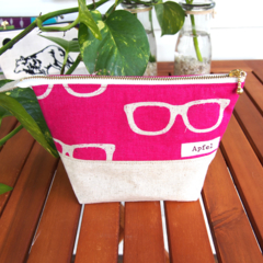 Open wide pouch / Pink glasses