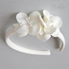 Girl Headband. White Flower Headband. Wedding. Christening. Special occasion.