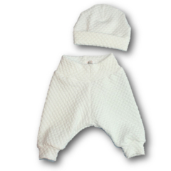 SIZE 0000 White bubble knit pants and beanie BABY SET