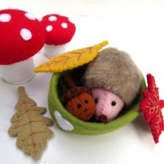 Felt Hedgehog and Acorn - Tiny Felt Autumn toys - Miniature Dollhouse animals