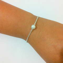 Single Pearl Bracelet -  Floating Pearl, Bridesmaid Pearl Bracelet Gift