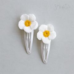 Daisies. Hair Pins. Snap Clips. Hair slides. Flowers for hair. Hair accessory.