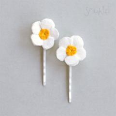 Daisies. Hair Pins. Bobby Pins. Hair slides. Flowers for hair. Hair accessory.
