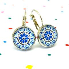 Earrings - Retro floral in blue, black & white - Vintage patterns in resin