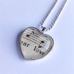 Music lovers heart pendant ~ 'Dear Love'
