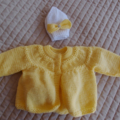 SIZE 0-6 mths - Hand knitted baby cardigan / jacket (yellow) and beanie (white)
