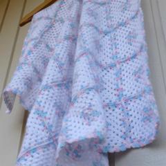 baby blanket | crochet granny squares | white, multicolour pastel pink & blue