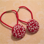 Red and white leaf patterned hair tie set