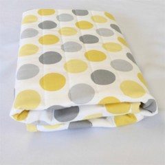 Reversible polka dot bassinet/pram quilt