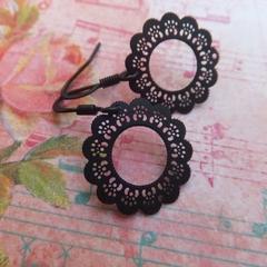 Black Daisy Flower Filligree Earrings