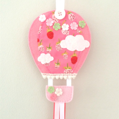 Hot air balloon hair clips holder, felt, pink, strawberry, berry, wall hanging