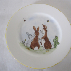 Hand painted Royal Doulton plate with gossiping Rabbits