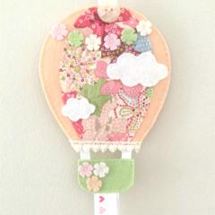 Hot air balloon hair clips holder, felt, pastel peach, flowers