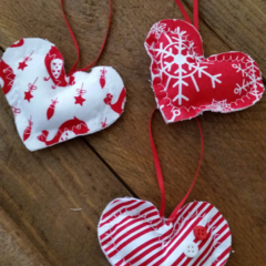 Set of 3 hearts.