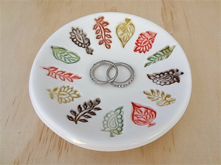 Ceramic ring dish with autumn leaves. Ring holder, ring bowl. Autumn colours.