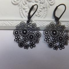 Black Petite Open Daisy Earrings