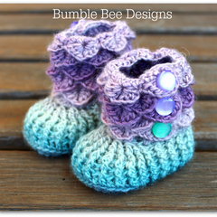 Crocodile Stitch Baby Booties That Stay On / Baby Slippers / Baby Booties - pink