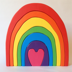 Hand painted Wooden Heart Rainbow. (7 Piece)