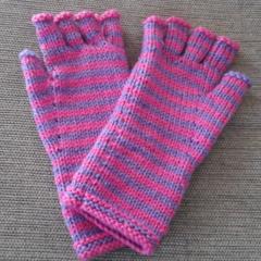 Ladies small fingerless gloves