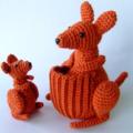 Kangaroo mum & joey (dark orange)