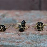 Chip stone wire wrap ring (black)
