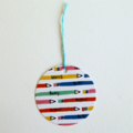 Set of 5 round gift tags with strings - colourful pencils