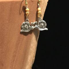 Smiley Snail dangling earrings