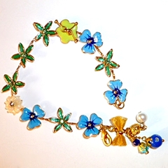 Dainty enamel and bow bracelet
