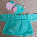 Size 0-6mths hand knitted baby jacket/cardigan, beanies and headband