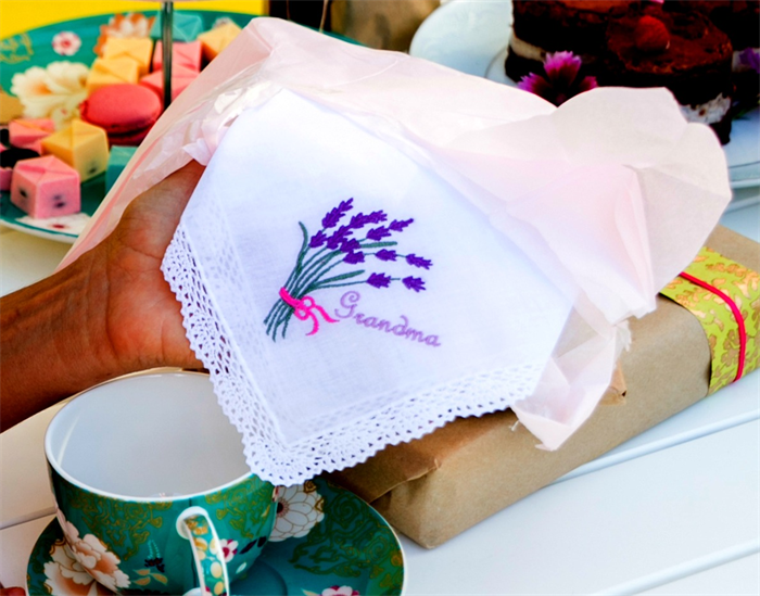 Embroidered Handkerchief, Hanky Gift for Grandma, with Beautiful Lace Edge. | Blue Wren Cottage | madeit.com.au