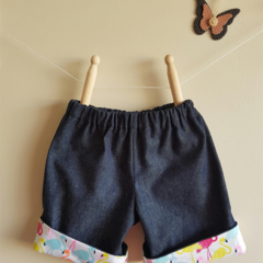 Little Hipster Shorts with cuff. cuff -white with flamingo print. Size 0