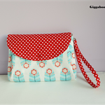 A Cute Wristlet Purse with 3 pockets