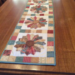 Table runner. Dresden plate quilted table runner.