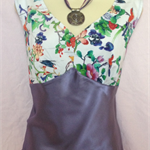 LADIES STUNNING  TWO TONE   FLORAL TOP size 18
