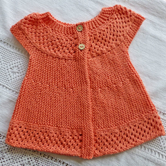 Peach angel top in cotton. Textured circular yoke.