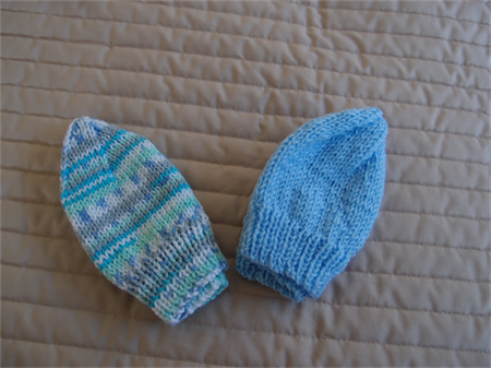 *Special * 2 beanies: Size 0-6 mths knitted Beanie in Blue & multi-colour