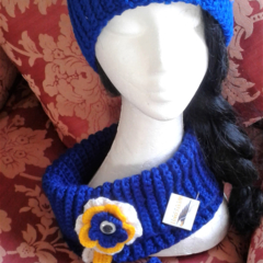 "AFL WEST COAST EAGLES SUPPORTERS NECKWARMERS & HEADBANDS - ""ONE-EYED"" RANGE"