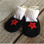 Red star hand knitted baby booties