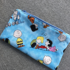 Charlie Brown Peanuts Gang Zipped Pouch
