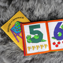 123 Fabric Book: Dexter the Dinosaur learns all about numbers!