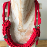 Plaited red Christmas necklace
