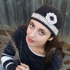 Neutral women's elegant flower beanie