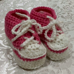 Crochet Converse-Style Baby Bootees